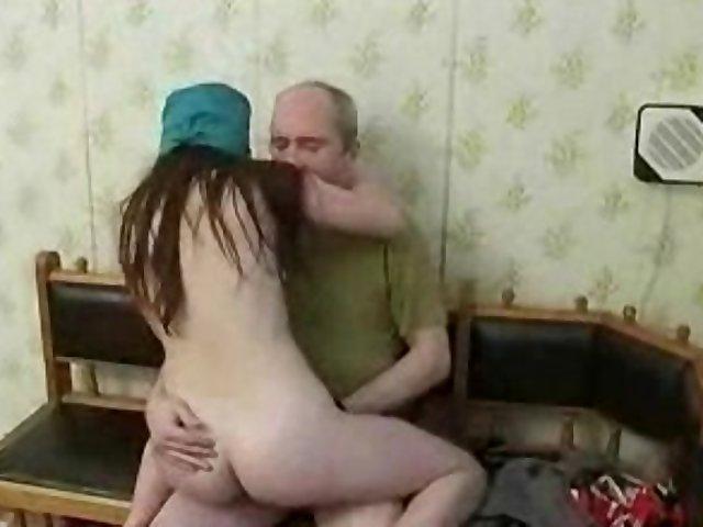 Порно дед и молодая медсестра