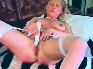 masturbirovanie-ogromnim-falloimitatorom
