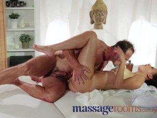 Нежный массаж перешел в секс